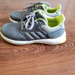 Boys Adidas RapidaRun shoes 12.5